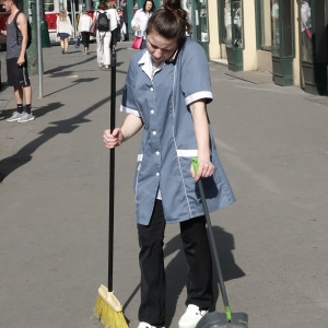 ... yeah I´m sweeping... I think of you... yeah.